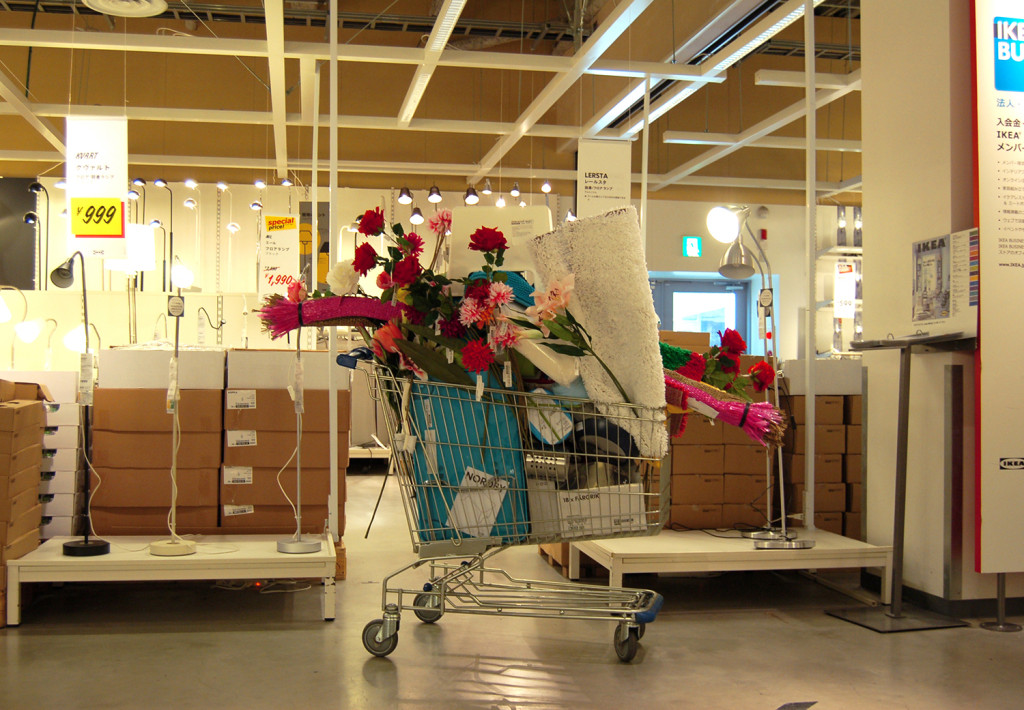 《(IKEA)》 2012, single channel HD video, 10minutes 49seconds